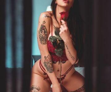 Morocha perfil de actriz porno ojos claros pelo negro 1,70 tatuajes,  super caliente y buena onda  S